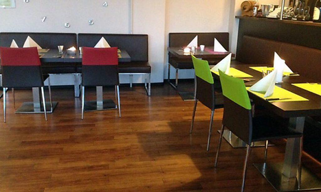 Møbelpolstrer - stole i restaurant - ombetrækning af stole